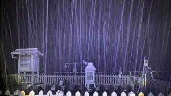 又下雪了!玉山飄下4月雪 積雪2cm變身銀白仙境