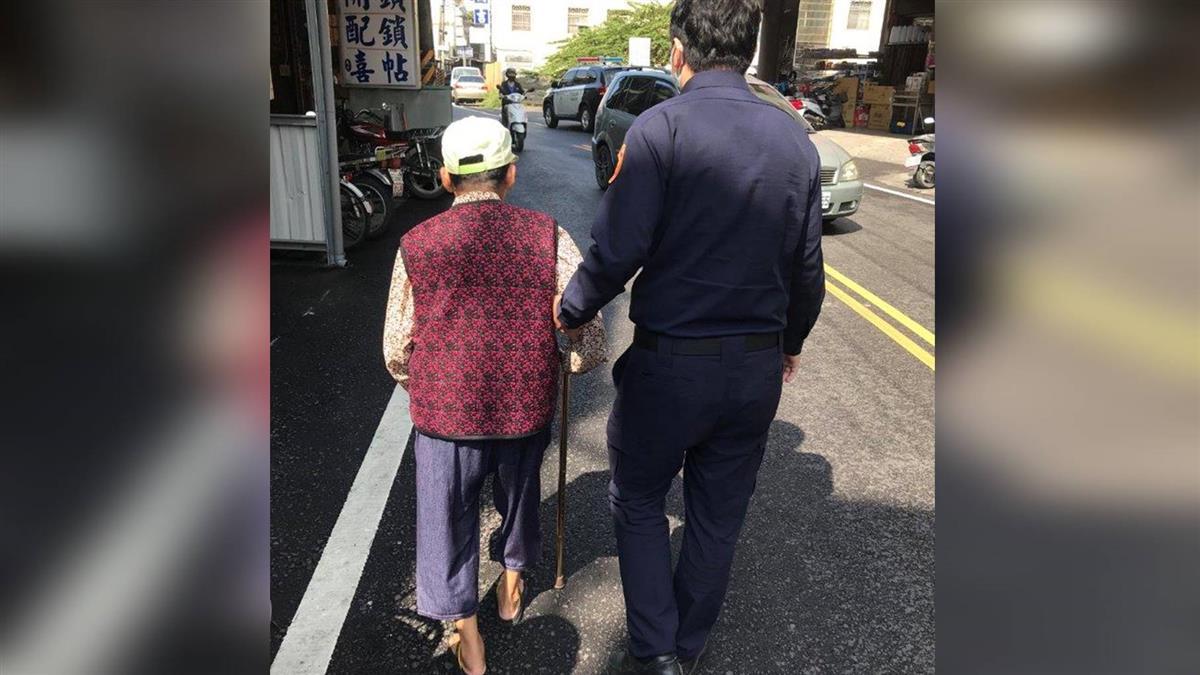 85歲婦人出門領錢繳學費 暖警幫解圍