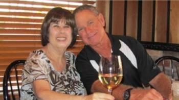 結婚51年老夫婦 不敵武肺隔6分鐘牽手離世
