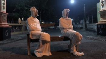 印尼村莊「包頭殭屍」夜間巡邏阻止外出