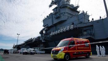 肺炎疫情:法國航母爆發新冠疫情 英國航母出航計劃遭質疑