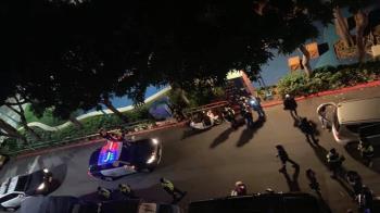 台北市夜晚爆衝突扭打!30位警察擠巷內處理 原因超溫馨
