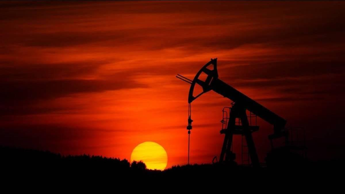 紐約原油「價崩」跌破13美元  罪魁禍首竟是原油ETF