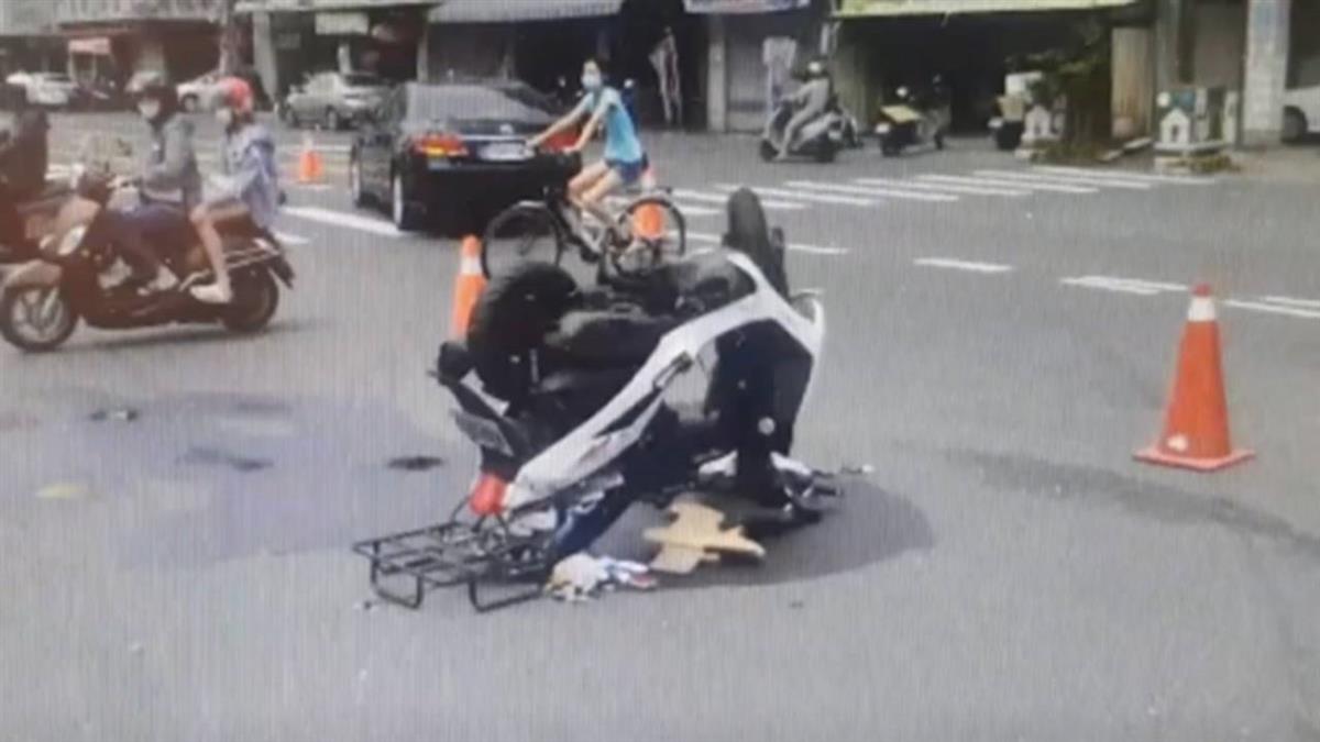 Uber Eats撞轉彎車!騎士噴飛 機車倒立路中央