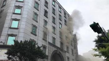 火災現場等待救援求生最高守則 不要讓自己接觸濃煙