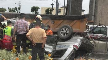 台中砂石車小客車碰撞!車體壓碎...1男1女緊急送醫