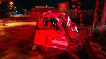 小客車撞客運  駕駛及乘客3人竟棄車逃逸