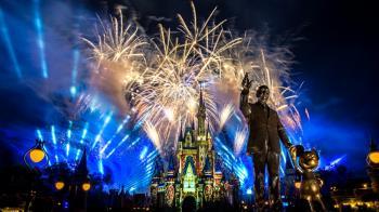全球最大迪士尼釋出「18分鐘煙火秀影片」!除了絢爛煙火、動人音樂劃破夜空,還塞了滿滿洋蔥
