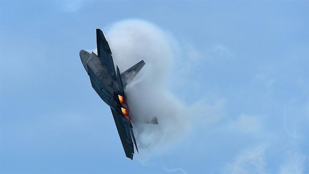 美軍一架F-22匿蹤戰機  例行訓練中墜毀佛州