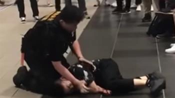 不戴口罩進捷運站遭勸阻 女子爆氣多次毆打保全卻輸慘了