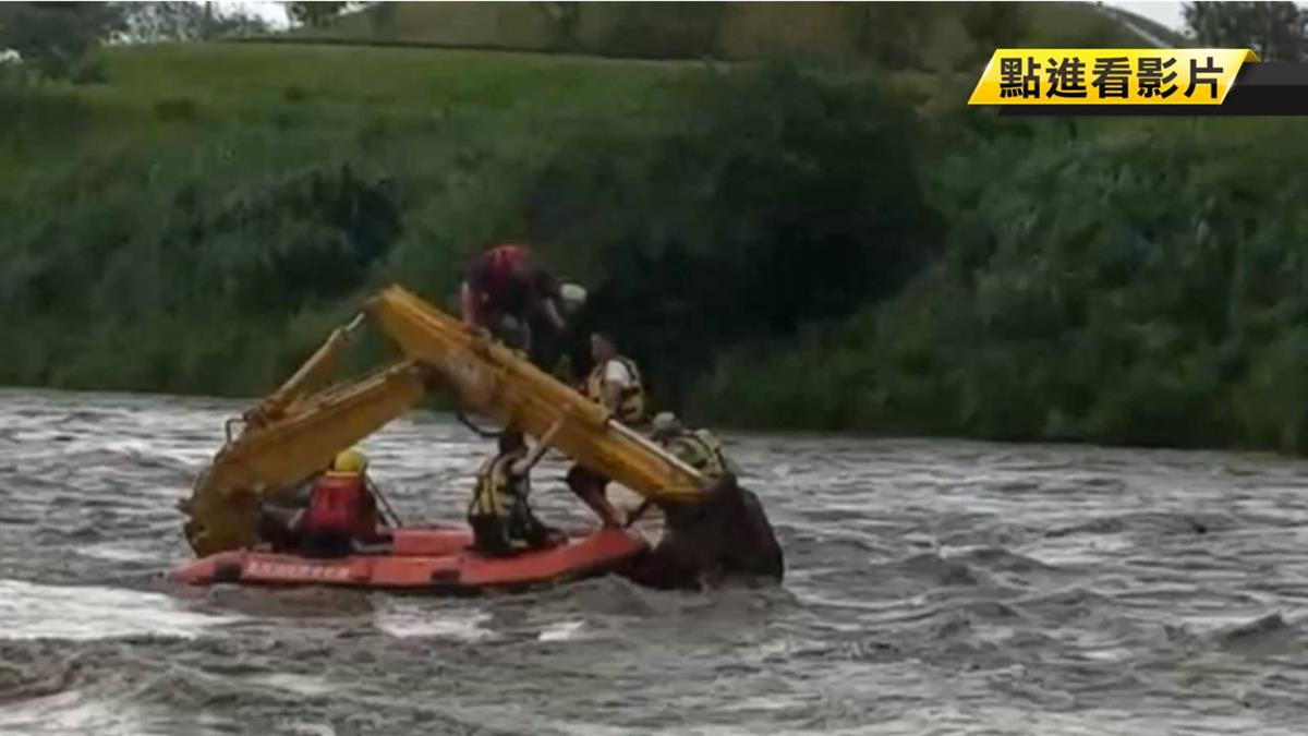 午後雷雨釀溪水暴漲 大漢溪3工人受困怪手