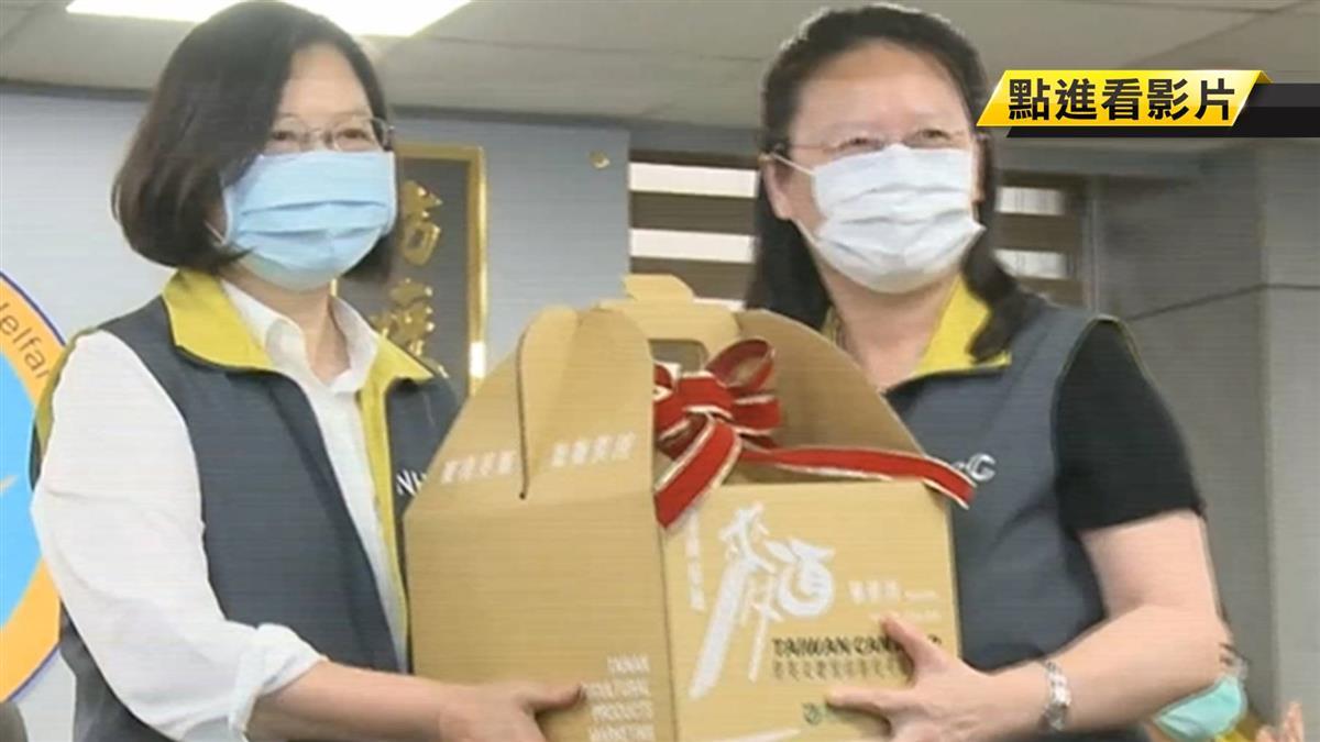 抗疫期以疾管署為家 阿中部長辦公室意外曝光