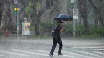 大規模劇烈降雨今晚狂襲 降雨量上看900毫米
