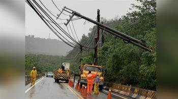 滯留鋒面影響  高市山區局部停電 台20線落石
