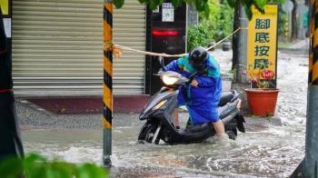 24小時豪雨狂炸南台灣!高雄多處水淹馬路