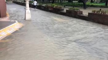 雨炸南部!高市多處積水…曹公圳滿水、地下道全淹