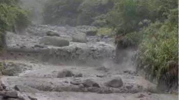 阿里山驚爆土石流!百斤大石翻落 驚悚畫面曝