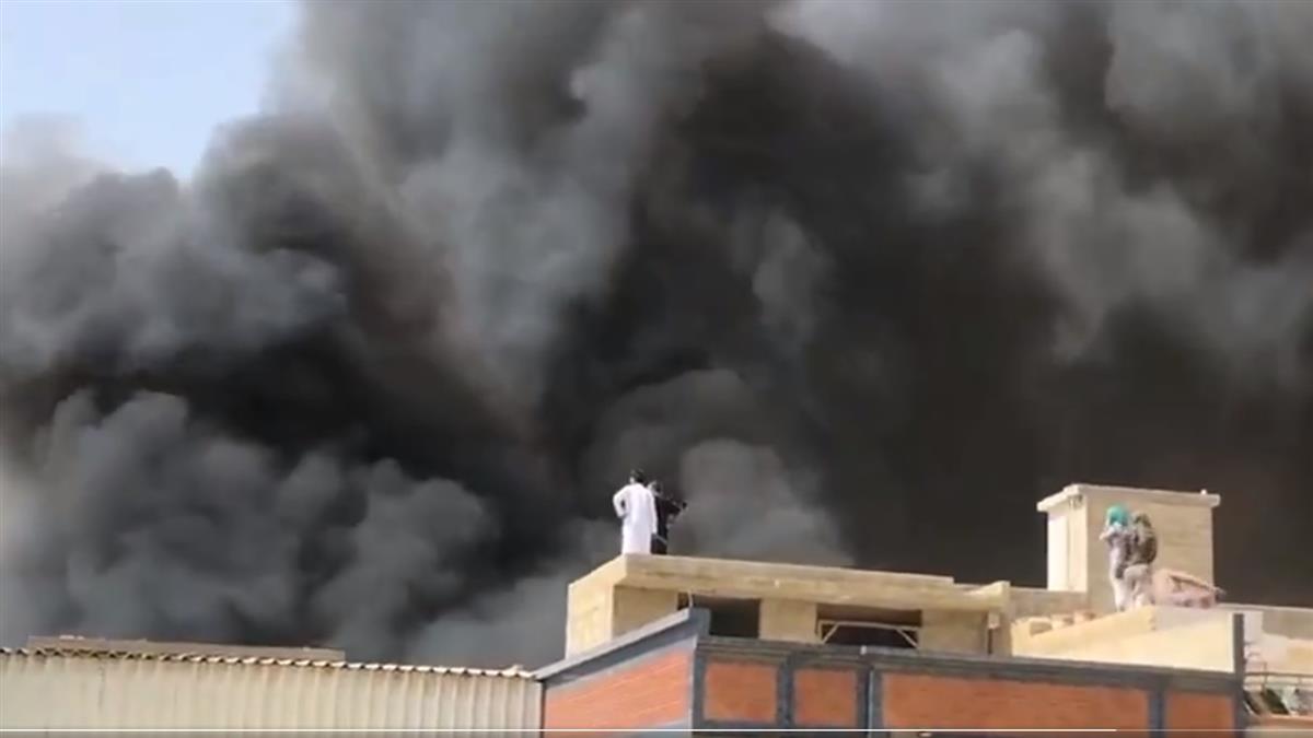 巴基斯坦客機墜毀!撞住宅區爆炸起火 機上107人全數罹難