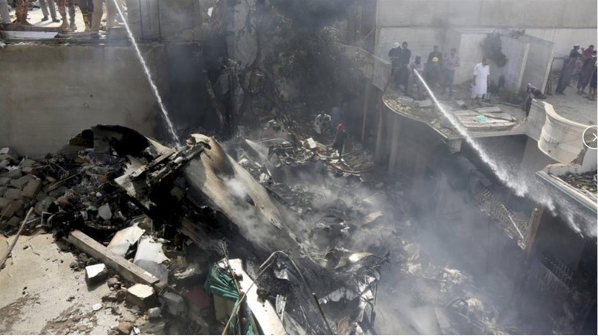 98人唯一生還!巴國墜機 銀行執行長僅骨折