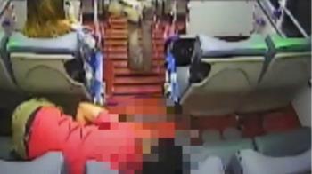 男搭公車突全身抽搐 駕駛、乘客合力救援