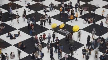網友號召坐爆北車 近500人參與相挺
