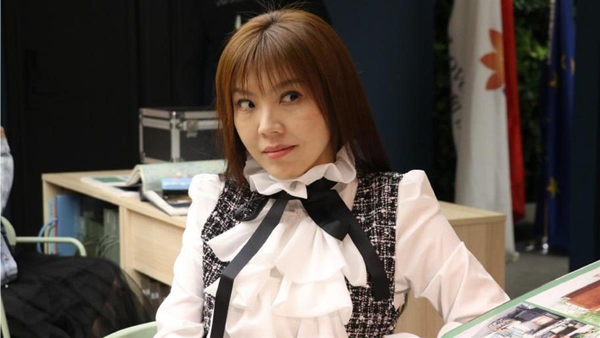 劉樂妍高喊「大陸是最安全國家」 口罩弄丟路人反應曝光