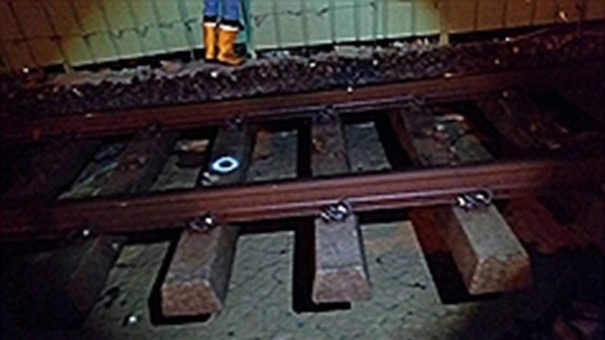 大雨掏空路基  台鐵台南保安段單線行車