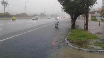 上班當心!雨量破40毫米 高市前鎮成功路又積水
