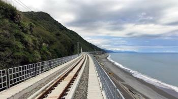 環島鐵路最美台東多良段新線通車  旅客驚喜