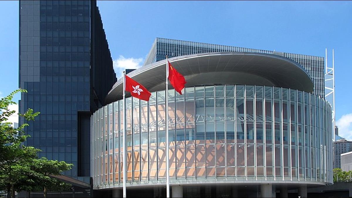 香港議會混亂中通過國歌法二讀