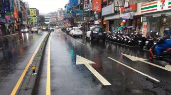 【更新】快訊/文山區路面突裂開 傳瓦斯外漏!業者回應了