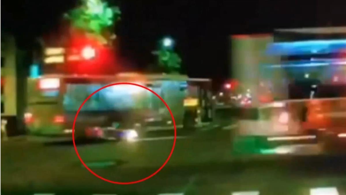 駕照到手不到2個月 男學生騎車返家撞公車慘死