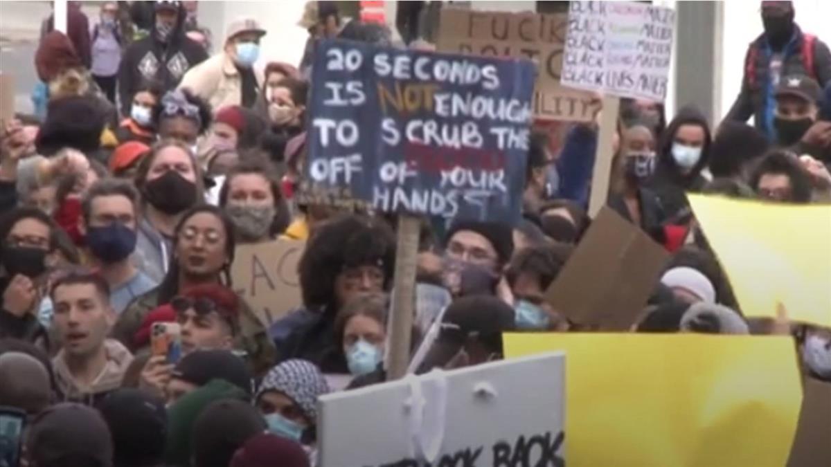 美暴警害命引發抗議衝突 伊朗籲停止對民眾施暴