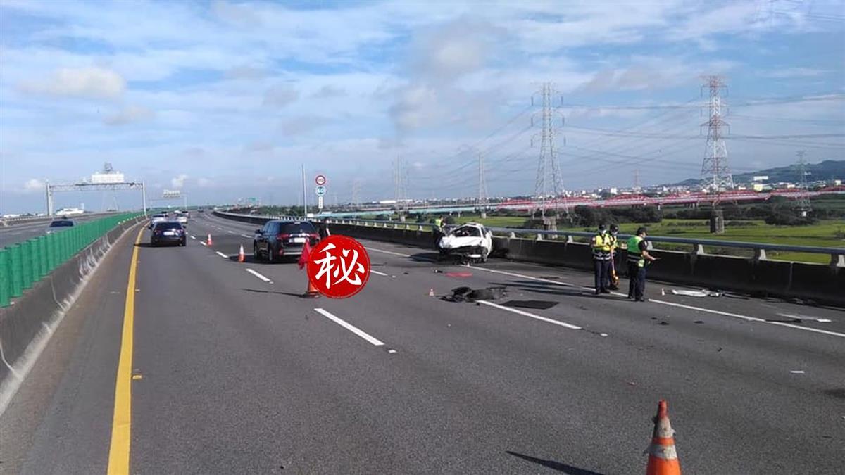 賓士疑國道自撞!男駕駛拋飛慘死 回堵約4公里