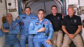 SpaceX載人龍飛船上兩宇航員進入國際空間站