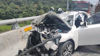 三義新義里大橋轎車撞護欄  2死3重傷