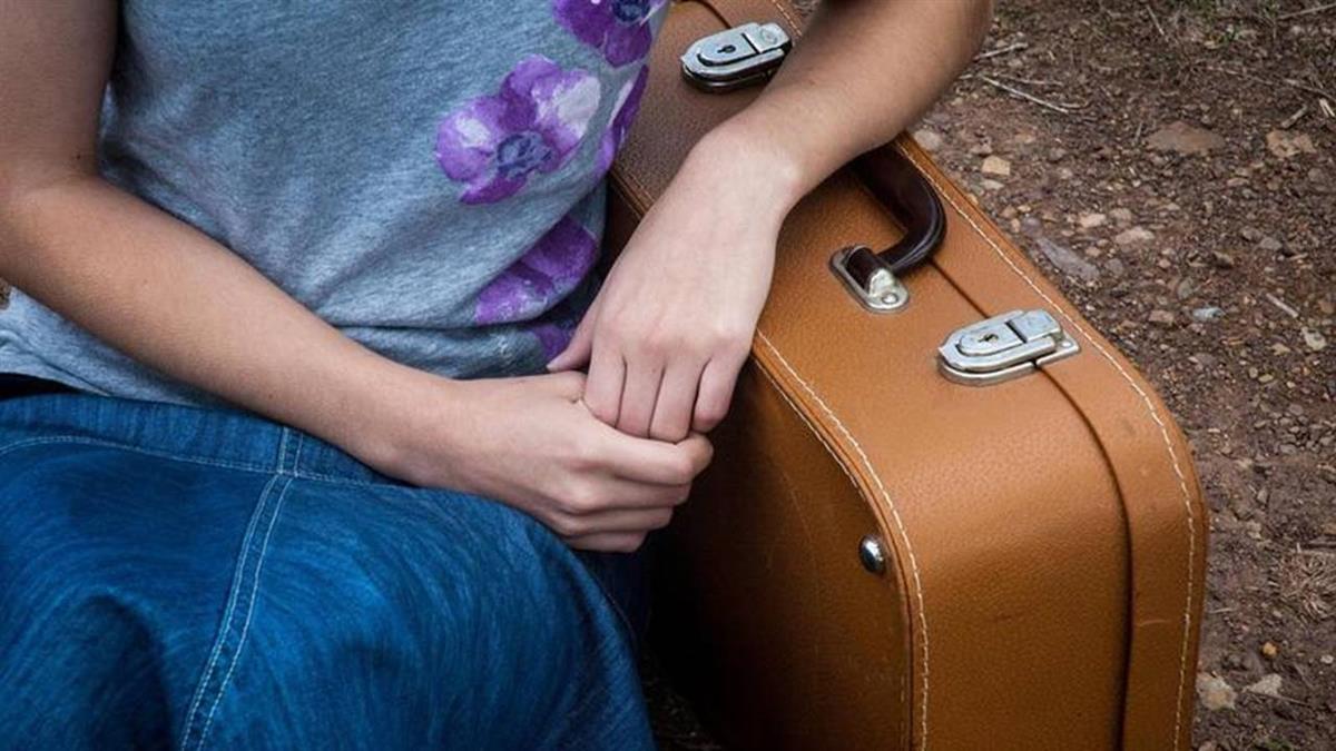 9歲男童弄壞遊戲機 繼母竟塞行李箱7小時亡