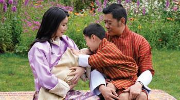 不丹喜迎第二位王子!全球最美皇后IG曬全家福