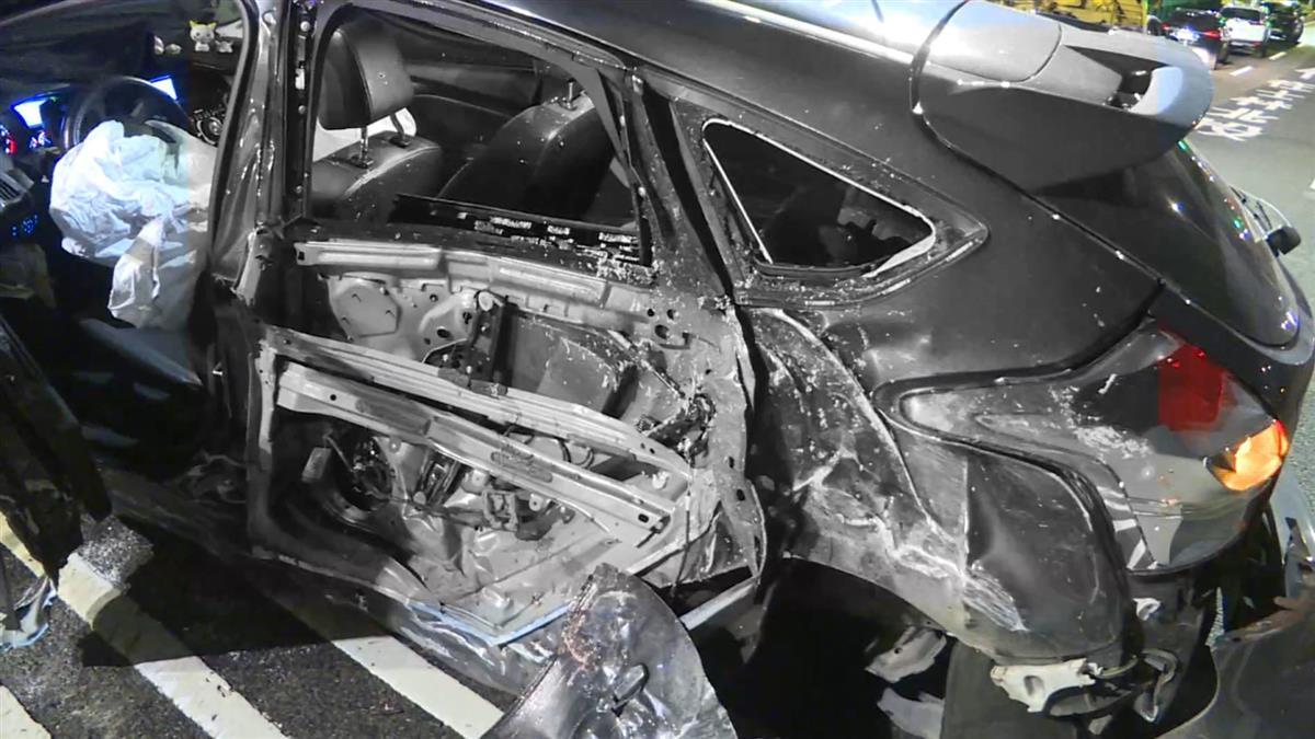 高速撞中山橋分隔島 男噴飛爆頭慘死…目擊者還原現場
