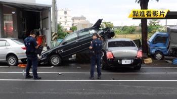 千萬賓利鏟車尾撞4車 8旬翁慘遭夾擊…車頭毀