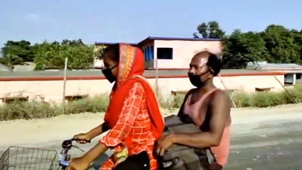 肺炎疫情:印度15歲女孩千里騎行載受傷父親回家