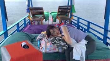 住船上睡甲板!正妹主播食物中毒 沿河狂吐急送醫