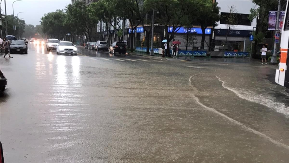 大雷雨襲擊北台灣!台北大學、新莊地藏庵現15公分積水