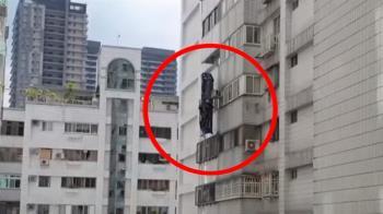砰一聲!洗窗平台突橫變直 2工人卡7樓高空