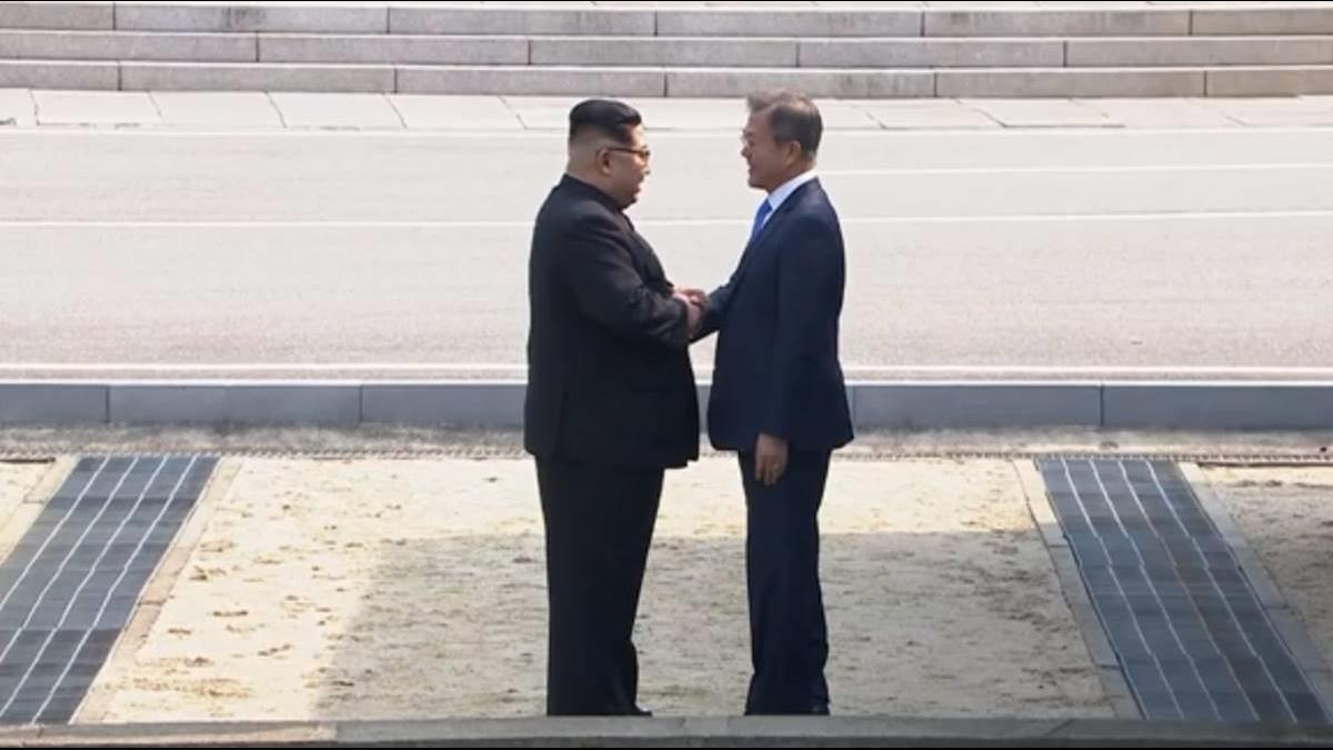 不滿李雪主遭合成AV女優 北韓怒喊開戰 文在寅回應了