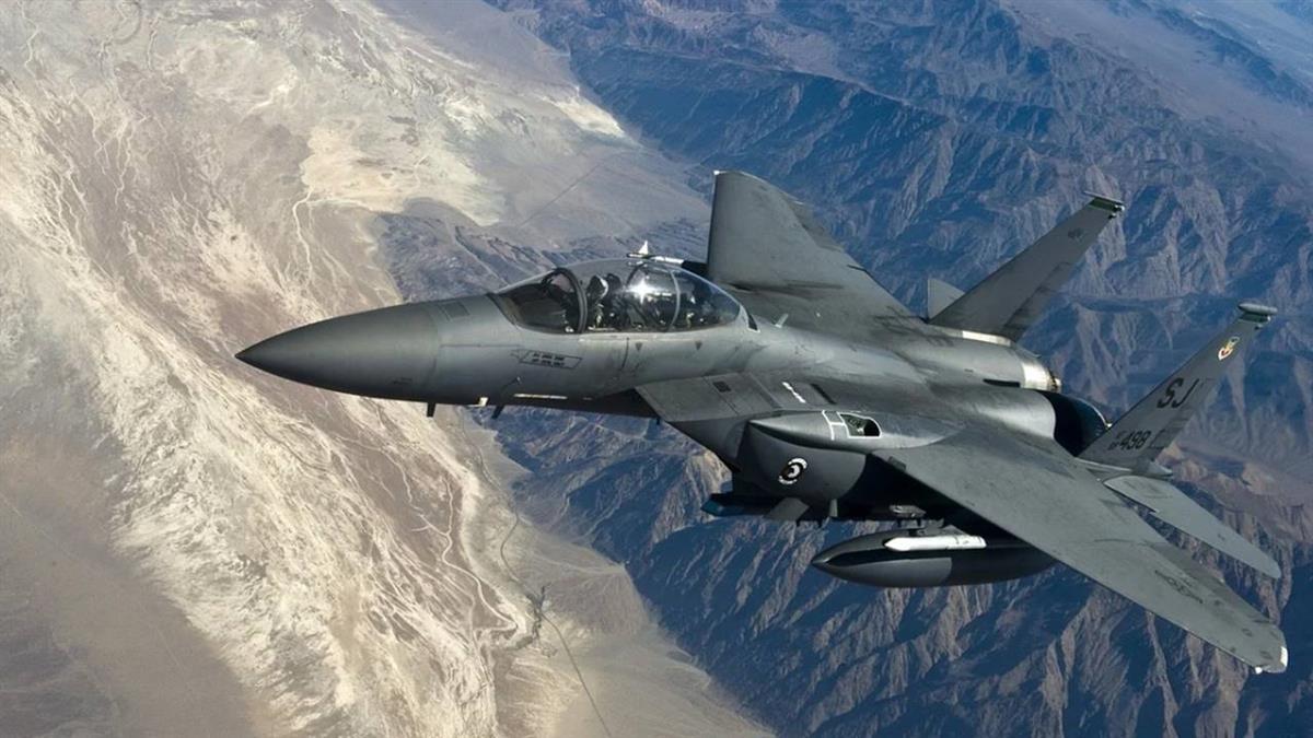 美空軍F-15戰機 英外海訓練墜海 飛行員生死未卜