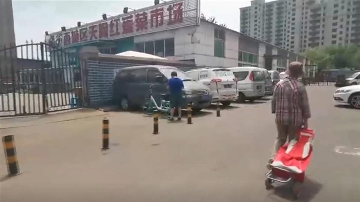 防控升級!北京「半封城」 所有社區封閉式管理