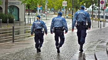 奧地利男挑釁警察 一個響屁罰1.6萬…氣炸:沒道理