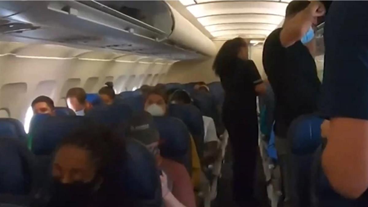美國第一例!挺川網紅拒戴口罩 被請下飛機