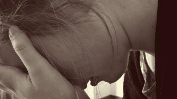 心碎!5歲兒落水溺斃 母抱屍痛哭:求你們再救救